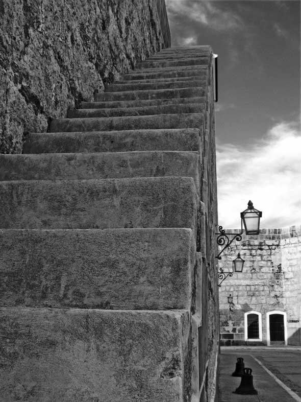 """Escaleras al cielo, de la serie """"Trazos"""". 2010. Autor: Mileidy Morán García."""