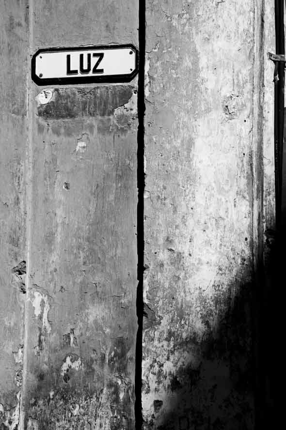 """Luz, de la serie """"Letras en la calle"""". 2012. Autor: Mileidy Morán García."""