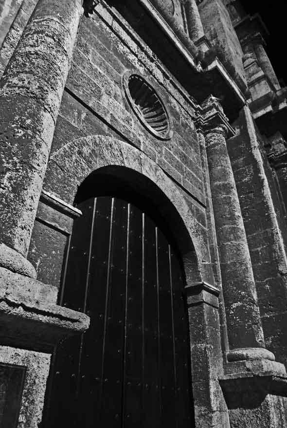"""Puerta celestial, de la serie """"Trazos"""". 2011. Autor: Mileidy Morán García."""