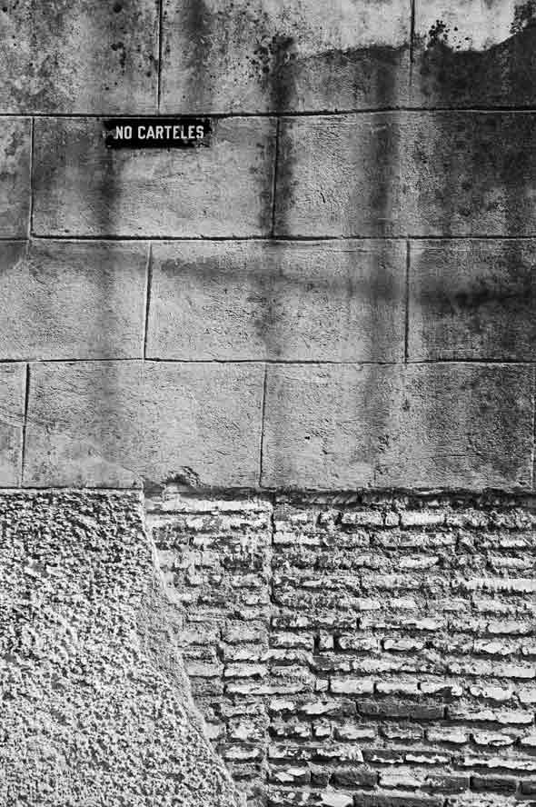 """Sentencia a tras luz, de la serie """"Letras en la calle"""". 2011. Autor: Mileidy Morán García."""