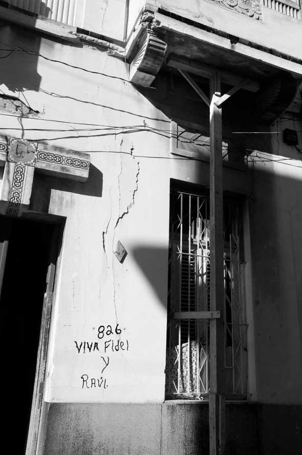 """Trincheras de ideas, de la serie """"Letras en la calle"""". 2012. Autor: Mileidy Morán García."""