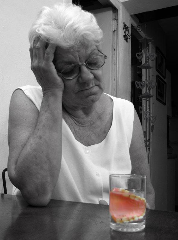 """Sonrisa Ahogada, de la serie """"Tolerancia = 0"""" . 2009. Autor: Mileidy Morán García"""