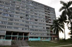 Edificio 9028 de la avenida 15 del reparto Guiteras en la Habana del Este.