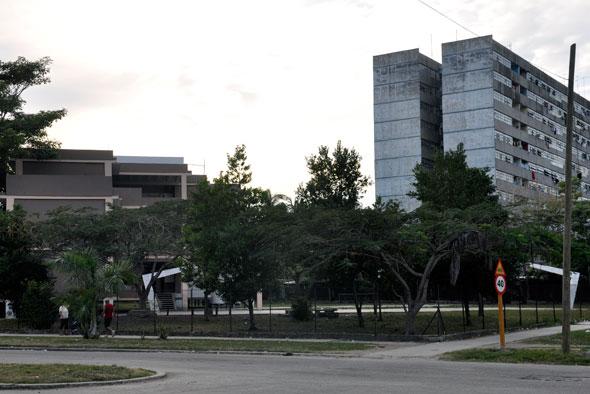 Edificio 8226 de la avenida 15 del reparto Guiteras en la Habana del Este.