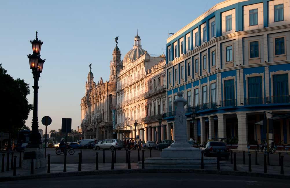 Prado y Neptuno. Habana